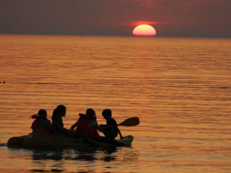 Por do Sol desde a praia de Dukhan
