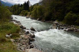 Um lindo rio que passa no meio do gigante parque...